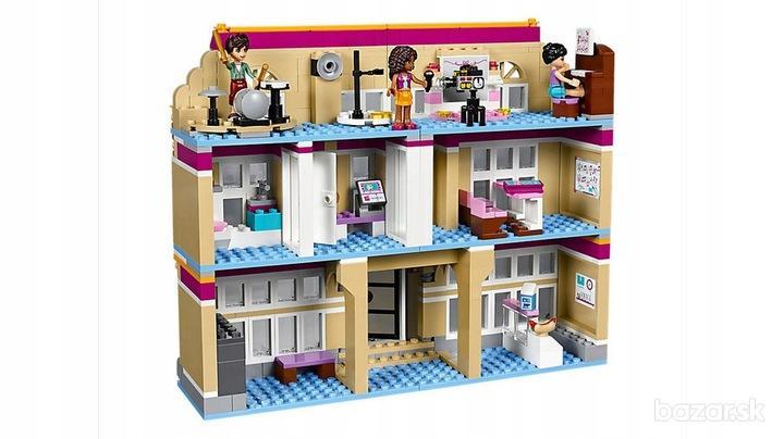 Lego friends umelecká škola